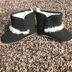 NWOT 6-12 month Old Navy booties